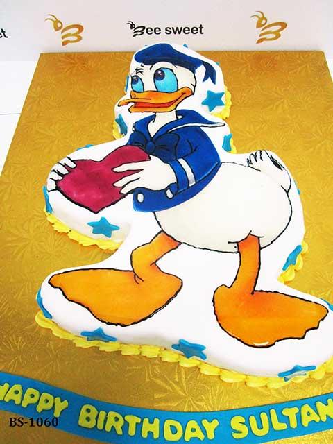 Super Donald Duck Cake Bs 1060 Bee Sweet Uae Best Cakes Personalised Birthday Cards Veneteletsinfo