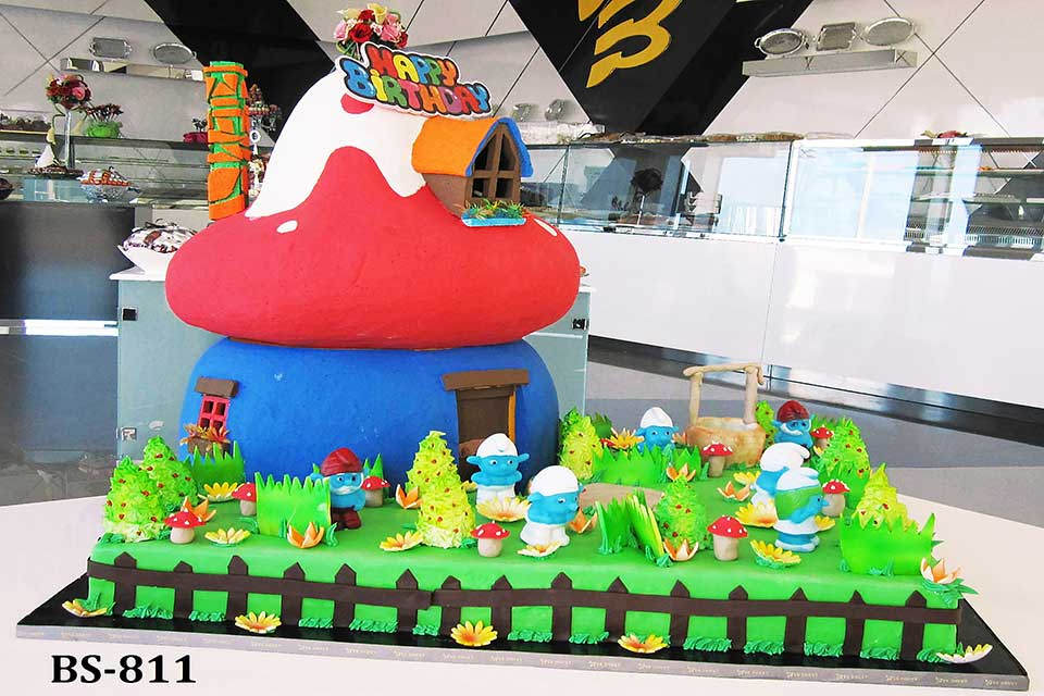 Remarkable Smurfs Cake Bs 811 Bee Sweet Uae Adorable Birthday Cake Funny Birthday Cards Online Overcheapnameinfo